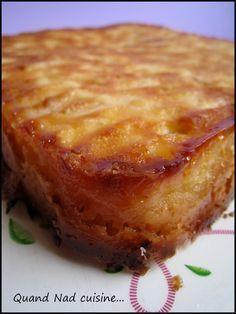 moelleux aux pommes 5 4 3 2 1 Tupp Pour un moule carré en silicone de 20 cm de côté: 100 g de farine 1 sachet de levure 70 g de sucre 45 g de lait 40 g de beurre mou 1 oeuf 1 pincée de sel 4 pommes Pour la couche caramélisée: 70 g de beurre 100 g de sucre 1 oeuf