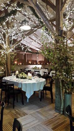 Skovladen | Havreholm Slot Forårsbryllup med grene og lys. Spring wedding with a spring spirit