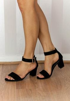These heeled sandals are versatile wear casually with a pair of cropped trousers and a contrasting t-shirt or similarly ideal for dressing up evening wear.
