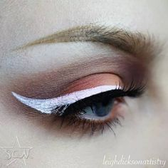Created using starcrushedminerals eyeshadows in WhiteLightning,ItsMyParty and zombiestarcosmetics pigment in Scorpius.