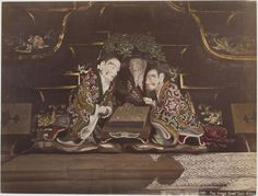 Game of Go - top image, Great Gate Nikko, ca. 1890s by Kusakabe Kimbei