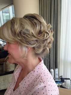 Updo mother of the bride hairstyle by Sammy jaeger (instagram @sammyjaeger)