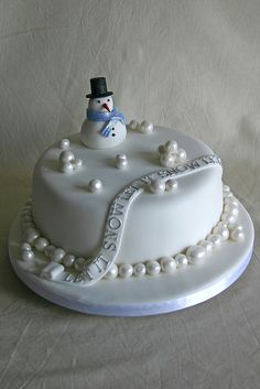 let it snow snowman cake Christmas Cake Designs, Christmas Cake Pops, Christmas Cake Decorations, Holiday Cakes, Christmas Desserts, Christmas Treats, White Christmas, Xmas Cakes, Winter Torte