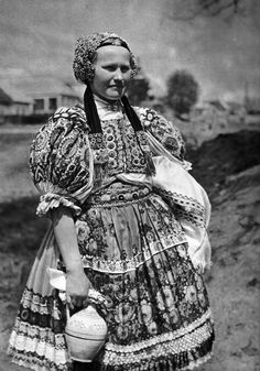 Peasant girl in regional costume of Ábelová, Slovakia. European Dress, Tribal People, Folk Dance, Folk Embroidery, Europe Fashion, European History, Folk Costume, Traditional Dresses, Old Photos
