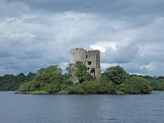 Cloughoughter Castle is located on an island in Lough Oughter lake, not far from the town of Killeshandra. The castle itself is quite small and fallen into ruin, but the whole picture of the island with the castle in the middle is so scenic that artists depicted it in countless pictures.