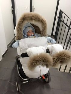 Winter kit with rich fur fits great with many original shoes- Winter-Kit mit reichen Fell passt toll mit vielen original. Baby Life Hacks, Baby Necessities, Baby Essentials, Baby Gadgets, Baby Prams, Cute Baby Pictures, Baby Carriage, Cool Baby Stuff, Babies Stuff