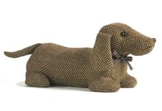Such a cute dog door stop! I want to figure out how to make one like this. ELLA DACHSHUND Dog Animal Doorstop by Dora Designs Dog Door Stop, Dachshund Art, Daschund, Door Stopper, Draft Stopper, Weenie Dogs, Creation Couture, Dog Pattern, Pattern Sewing