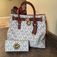 Michael Kors Hamilton tote....yes* please! FourSeasonsStyle....