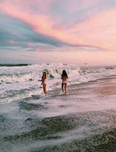 See more of charleygarrett's VSCO. Beach Aesthetic, Summer Aesthetic, Summer Pictures, Beach Pictures, Beach Pics, Summer Feeling, Summer Vibes, Cute Friend Pictures, Friend Pics