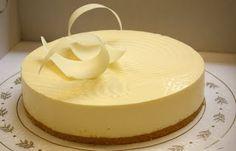 white chocolate wedding cake Chocolate Cakes, White Chocolate, Wedding Cakes, Pudding, Desserts, Food, Wedding Gown Cakes, Tailgate Desserts, Deserts