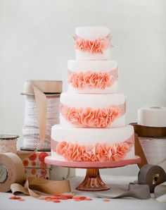 Tasteful and tasty: 30 unique ruffled wedding cakes | Wedding Party