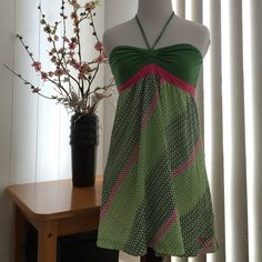 Roxy wear it two ways tunic EUC, worn as a beach coverup a couple times at most, no signs of wear or damage. Top is green with a coordinating string, bottom is all over design in coordinating greens and pink. This top may be worn two ways, tie the string around the neck to create a hater or tie string in a bow in front to create a tube top tunic. Roxy Tops Tunics