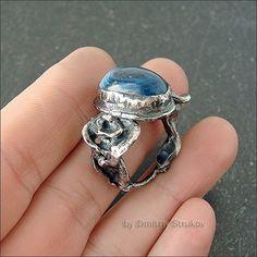 Кольцо с агатом замечательного синего цвета.