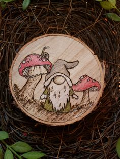 Woodburning pyrography wood slice gnome toadstool snail (OregongirlStudio Etsy) Wood Burning Stencils, Wood Burning Crafts, Wood Burning Patterns, Wood Burning Art, Stencil Wood, Wood Slice Crafts, Wood Crafts, Diy Wood, Pyrography Patterns
