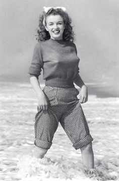 Marilyn Monroe. One of my all time favorite photos of her! By Andre de Dienes.