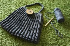 Anleitung: Große Häkeltasche aus Textilgarn - Lila Erdbeere