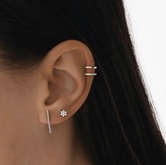 Trending Ear Piercing ideas for women. Ear Piercing Ideas and Piercing Unique Ear. Ear piercings can make you look totally different from the rest. Ear Peircings, Cute Ear Piercings, Unique Piercings, Ear Piercings Cartilage, Multiple Ear Piercings, Cartilage Hoop, Tragus Stud, Piercings For Girls, Cartilage Earrings