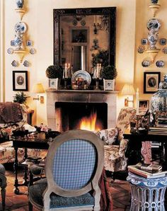 David Easton's house in Haverstraw, NY has a very cozy, English country style. I love all his blue & white accessories. English Cottage Style, English Country Decor, French Country, Country Chic, Country Office, English Cottages, Country Interior, Country Estate, English Style