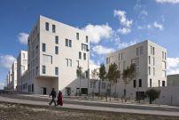 Wohnanlage in Ceuta / Weiße Würfel am Hang - Architektur und Architekten - News / Meldungen / Nachrichten - BauNetz.de