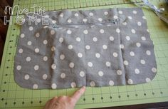 One of our most popular posts lately has been the Stroller-Friendly Diaper Bag tutorial. You guys have been loving it for the same reasons . Bag Pattern Free, Sewing Patterns Free, Baby Patterns, Blanket Patterns, Diaper Bag Tutorials, Diaper Bag Patterns, Stroller Bag, Tote Tutorial, Tutorial Sewing