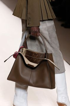Fendi Fall/Winter Fashion Show leather handbags 2018 Fashion Bags, Fashion Show, Womens Fashion, Fashion Trends, Ladies Fashion, Business Outfit, Mode Inspiration, Leather Handbags, Leather Purses