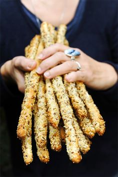 Saturday is baking and Sunday too! Multigrain flutes on the menu! Finger Food Appetizers, Holiday Appetizers, Appetizer Recipes, Flautas, Greek Dishes, Biscuit Cake, Cheesy Recipes, Snacks, Appetisers