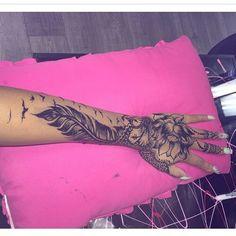 tattoo, tattoo girl and arm tattoo image on We Heart It Dope Tattoos, Badass Tattoos, Girly Tattoos, Pretty Tattoos, Forearm Tattoos, Finger Tattoos, Body Art Tattoos, Wing Tattoo Arm, Tatoos