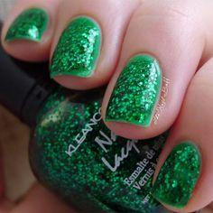 The Nail Buff: Sparkly Green Layering