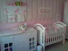 com cuba e banheira embutidas, além do trocador que desliza com Baby Nursery Furniture, Baby Nursery Decor, Baby Bedroom, Nursery Neutral, Nursery Themes, Nursery Room, Girl Nursery, Girl Room, Baby Room Colors