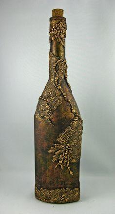 Оформление бутылки лепниной ручной работы с последующим окрашиванием с эффектом старины