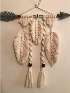 Feather and bone wallhanging commissioned piece. Off to the northern beaches, thanks Rach x Feather and bone wallhanging commissioned piece. Off to the northern beaches, thanks Rach x Best 54 Ideas About DIY Yarn Wall Art; Arts And Crafts Beer Parlor We'v Macrame Wall Hanging Diy, Macrame Art, Macrame Projects, Macrame Knots, Macrame Purse, Crochet Feather, Yarn Wall Art, Macrame Design, Macrame Patterns