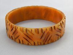 Vintage Art Deco Heavy Carved Apple Juice Bakelite Bangle Bracelet Rare Piece