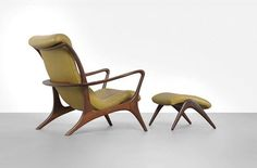 Contour chair and ottoman, designed by Vladimir Kagan in 1950s. Manufacturer Kagan-Dreyfuss New York. See more clicking on the image.