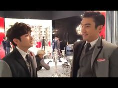 Super Junior 슈퍼주니어_Surprise Gift from Ryeowook and Siwon - YouTube