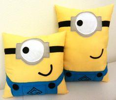 A fun cute Minion character pillow! Felt Crafts, Fabric Crafts, Sewing Crafts, Sewing Projects, Sewing Pillows, Diy Pillows, Cushions, Minion Room, Minion Pillow