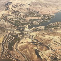 Yes those are GOLFCOURSES next to Lake Las Vegas. Can we talk about irresponsible irrigation now??? #desert #golfcourse #justwrong