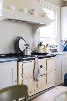 Cream Aga in Plain English Kitchen - Kitchen Design Ideas & Images (houseandgarden.co.uk)