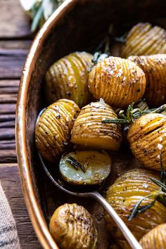 """The most perfect Crispy Rosemary Butter Roasted Potatoes. Thinly slicing the potatoes into a """"Hasselback"""" and oven roasting at high heat. Hasselback Potatoes, Crispy Potatoes, Roasted Potatoes, Roasted Chicken, Quinoa Vegan, Rosemary Potatoes, Most Delicious Recipe, Half Baked Harvest, Comfort Food"""
