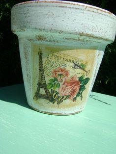 macetas decoradas vintage - Buscar con Google Painted Clay Pots, Painted Flower Pots, Ceramic Pots, Terracotta Pots, Clay Pot Crafts, Diy Crafts, Decoupage Vintage, Holidays And Events, Craft Fairs