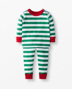 Matching family holiday pajamas is the trend of the year! We are sharing all our favorite matching family pajamas sets this year! Matching Family Holiday Pajamas, Family Pajama Sets, Family Pjs, Matching Pajamas, Best Pjs, Best Pajamas, Boys Sleepwear, Cotton Sleepwear, Christmas Pjs