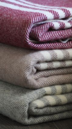 Soft wool throw blankets that are perfect accessories for any home. Alpaca Throw, Design Your Bedroom, Merino Wool Blanket, Hygge, Bag Storage, Home Accessories, Throw Blankets, Living Room, Bedrooms