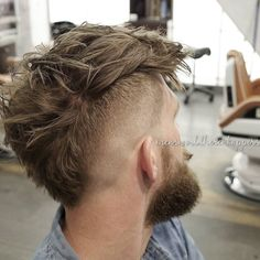 mensworldherenkappers_Vcut neckline wide mohawk messy hair men