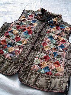 лоскутная техника в одежде: 26 тыс изображений найдено в Яндекс.Картинках Patchwork Patterns, Patchwork Dress, Quilted Clothes, Altered Couture, Vest Pattern, Quilted Jacket, Jacket Style, Refashion, Pattern Fashion