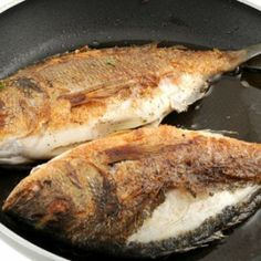 How to Get Fish Smell Out of House House Smell Good, Types Of Meat, How To Cook Fish, Fried Fish, Freshwater Fish, Healthy Alternatives, Keep It Cleaner, Seafood, Pork