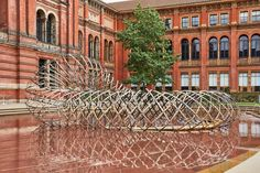 Kengo Kuma has completed Bamboo Ring, a London Design Festival 2019 installation created in the V&A courtyard using carbon fibre. Kengo Kuma, London Design Week, London Design Festival, Saatchi Gallery, Tom Dixon, House Of Cards, Dundee, Japanese Architecture, Landscape Architecture
