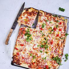 Yön yli kohotettu pizzataikina | Maku Quiche Lorraine, Cheddar, Vegetable Pizza, Lasagna, Cooking Recipes, Menu, Treats, Cheese, Baking