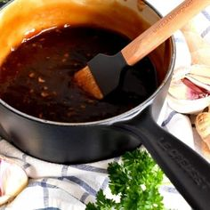 Homemade sauce is always better, and you can't beat this 10 Minute Teriyaki Sauce! Homemade Teriyaki Sauce, Homemade Sauce, Sauce Recipes, Chicken Recipes, Cooking Recipes, Yum Yum Sauce, New Years Eve Dinner, Marinade Sauce, Low Sodium Soy Sauce