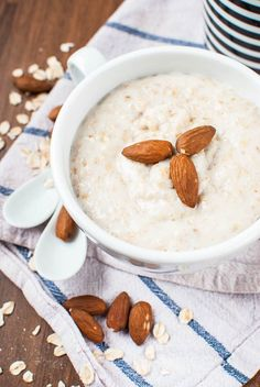 Overnight Oats: Grundrezept (Haferbrei ohne Kochen) Overnight Oats: basic recipe (porridge without c Healthy Dinner Recipes For Weight Loss, Healthy Recipes, Healthy Foods, Coffee Cupcakes, Food Items, Brunch Recipes, Smoothie Recipes, Clean Eating, Food And Drink