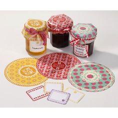 Kit para mermeladas caseras, incluye: * 20 cubiertas para tarros en 3 diseños * 20 etiquetas adhesivas en 4 diseños * bandas elásticas * lazos