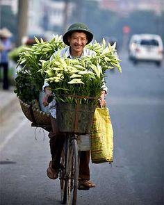 ' 93 million miles - Jason Mraz. Vietnam Voyage, Vietnam Travel, Visit Vietnam, Laos, 93 Million Miles, Good Morning Vietnam, Beautiful Vietnam, Global Village, Flower Market